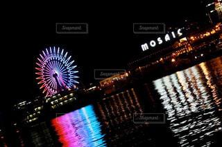 水面に映る光の写真・画像素材[4270920]