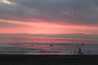 海辺のピンクの夕焼けの写真・画像素材[4276385]