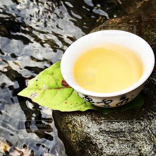 水辺で入れた中国茶の写真・画像素材[4300898]