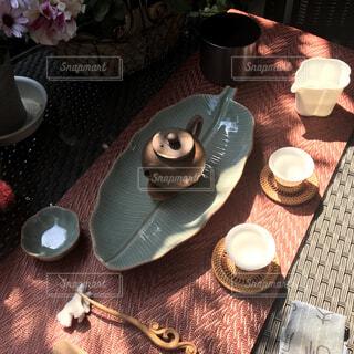 屋外のテーブルで中国茶の写真・画像素材[4300903]