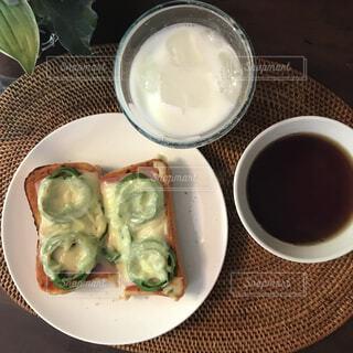食べ物,カフェ,コーヒー,テーブル,皿,リラックス,カップ,おうちカフェ,ドリンク,魚介類,おうち,ライフスタイル,オイスター,ファストフード,おうち時間