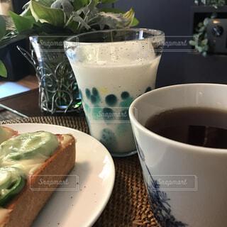 食べ物,カフェ,コーヒー,テーブル,皿,リラックス,食器,カップ,紅茶,おうちカフェ,ドリンク,おうち,ライフスタイル,ファストフード,ソフトド リンク,おうち時間