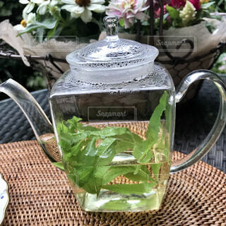カフェ,花瓶,テーブル,植木鉢,リラックス,観葉植物,おうちカフェ,ドリンク,おうち,ライフスタイル,おうち時間