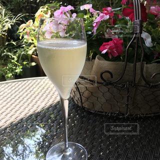 カフェ,花,ジュース,バラ,ガラス,薔薇,リラックス,カクテル,おうちカフェ,ドリンク,おうち,ライフスタイル,シャンパングラス,ワイングラス,パラダイス,ソフトド リンク,おうち時間,マティーニグラス