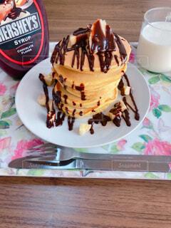 食べ物,カフェ,ケーキ,屋内,デザート,テーブル,皿,リラックス,チョコレート,アイスクリーム,おうちカフェ,ドリンク,誕生日ケーキ,おうち,菓子,ライフスタイル,スナック,酪農,おうち時間
