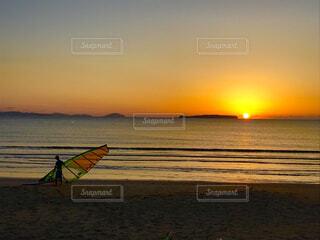 海に沈む夕日の写真・画像素材[4299310]