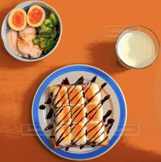 カフェ,リラックス,サラダ,ブロッコリー,おうちカフェ,ドリンク,おうち,牛乳,ライフスタイル,サラダチキン,茹で卵,マシュマロトースト,おうち時間,イラスト写真