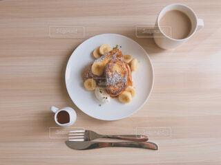 食べ物,カフェ,フォーク,テーブル,スプーン,皿,リラックス,食器,紅茶,おうちカフェ,ドリンク,木目,おうち,ライフスタイル,調理器具,ファストフード,銀食器,コーヒー カップ,おうち時間,受け皿