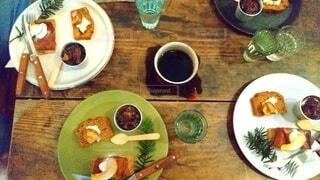 食べ物,カフェ,コーヒー,朝食,テーブル,皿,リラックス,食器,紅茶,料理,おうちカフェ,ドリンク,おうち,ライフスタイル,ファストフード,大皿,ボウル,おうち時間