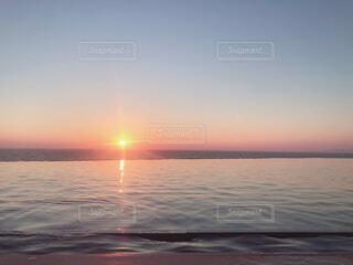 自然,海,空,夕日,屋外,雲,きれい,夕焼け,夕暮れ,水面,白浜