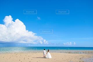 自然,海,空,屋外,砂,ビーチ,雲,青空,青,砂浜,水面,海岸,花嫁,プレ花嫁,前撮り,日中,ブライダル,ウェディングフォト,令和婚