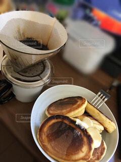 食べ物,カフェ,コーヒー,朝食,デザート,皿,リラックス,食器,カップ,ホットケーキ,紅茶,ドリップコーヒー,おうちカフェ,ドリンク,ドリップ,おうち,菓子,ライフスタイル,ファストフード,スナック,コーヒー カップ,おうち時間