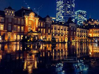 空,建物,夜,夜景,屋外,湖,東京駅,水面,都市,反射,都会,高層ビル,リフレクション,明るい,アーキテクチャ