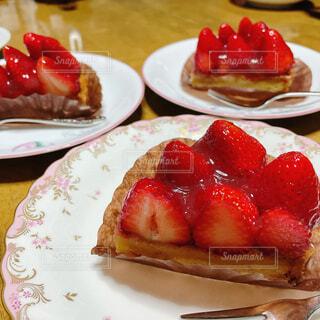 食べ物,カフェ,ケーキ,いちご,デザート,テーブル,果物,皿,タルト,リラックス,甘味,おいしい,フルーツケーキ,おうちカフェ,おうち,菓子,イチゴ,おうち時間