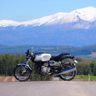 大雪山とバイクの写真・画像素材[4312769]