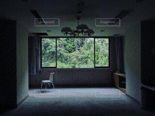 屋内,部屋,窓,暗い,家,椅子,テーブル,床,新緑,壁,家具,ソファ,ノスタルジー,廃墟,天井