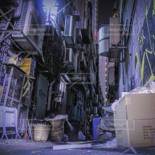 風景,景色,絵画,廃墟,香港,通り,路地裏,雑然,廃棄物容器