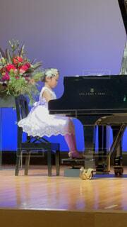 部屋の中のピアノの写真・画像素材[4307932]