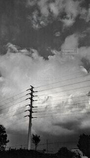 空,屋外,雲,モノクロ,鉄塔,電線,景観,黒と白
