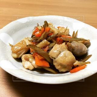 食べ物,テーブル,野菜,皿,健康的,和食,和,鶏肉,ヘルシー,にんじん,ごぼう,食物繊維,副菜,鶏皮,炒め煮