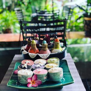 食べ物,カフェ,ケーキ,花瓶,デザート,テーブル,キャンドル,リラックス,食器,料理,誕生日,おうちカフェ,ドリンク,マフィン,誕生日ケーキ,おうち,菓子,ライフスタイル,アイシング,デコレーションケーキ,ケーキスタンド,ペストリー,シュガーケーキ,おうち時間,ウエディング ケーキ