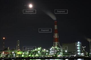 自然,風景,空,建物,夜,屋外,工場,タワー,月,高層ビル,明るい