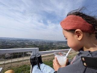 飲み物,風景,空,屋外,景色,子供,人物,人,食べる