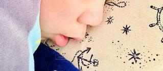 子ども,昼寝,寝顔,人物,人,布団,顔,枕,朝,睡眠,眠い,手書き,口,頬