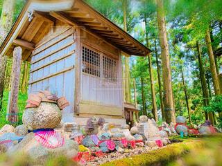 小屋と石像の写真・画像素材[4366121]