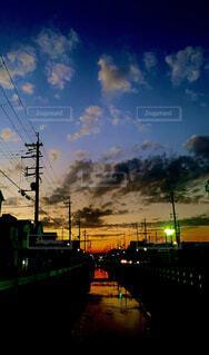川に映る夕暮れの写真・画像素材[4430821]