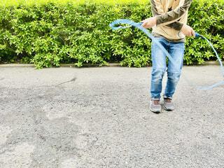 縄跳びをする子どもの写真・画像素材[4432839]