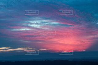 幻想的な日の出の写真・画像素材[4319210]