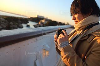 男性,空,冬,カメラ,屋外,ビーチ,水面,人物,人