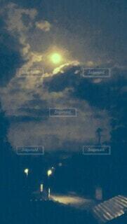 空,屋外,雲,綺麗,暗い,月,満月,月夜,深夜,景観,真夜中,月光