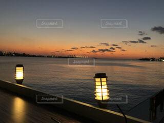 海,空,屋外,湖,太陽,ビーチ,夕焼け,夕暮れ,海辺,水面