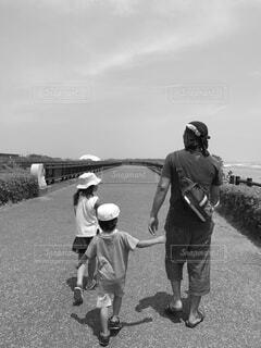 風景,空,屋外,後ろ姿,人物,人,幼児,少年,黒と白