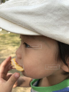 帽子,子供,外,アイス,食べる,男の子,頬張る