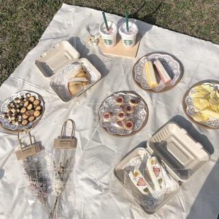 食べ物,飲み物,公園,芝生,ドライフラワー,タルト,お菓子,クッキー,フルーツサンド,おしゃピク,スタバ,お皿,ポテトチップス,バームクーヘン