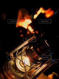 焚き火のひとときの写真・画像素材[4332994]