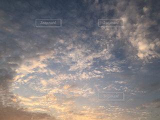 空,夕日,屋外,雲,夕焼け,夕暮れ,くもり,綺麗な雲,美しい雲