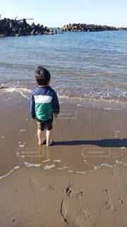 子ども,自然,風景,海,空,屋外,湖,砂,ビーチ,水面,海岸,人物,人