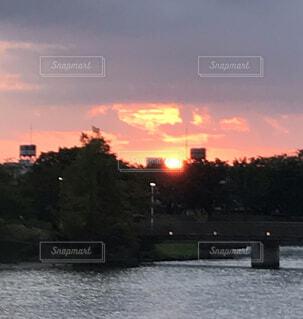 空,屋外,雲,夕暮れ,川,水面,樹木,都会