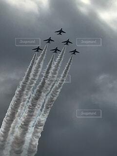 空,屋外,雲,飛行機,飛ぶ,煙,空気,くもり,フライト,車両,航空ショー
