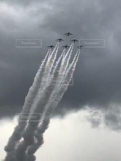 空,屋外,雲,飛行機,飛ぶ,煙,航空機,空気,くもり,航空,車両,ジェット,航空ショー