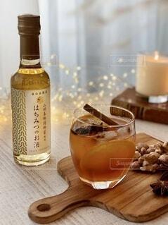 食べ物,お酒,屋内,ガラス,テーブル,ナッツ,ワイン,ボトル,ビール,カップ,カクテル,ドリンク,木目,アルコール,スパイス,はちみつ,飲料,アンバサダー