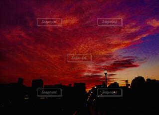 空,屋外,太陽,雲,夕暮れ,高層ビル