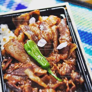 食べ物,桜,ディナー,ピクニック,弁当,料理,焼肉,串,ファストフード,蒸し焼き,桜の花びら