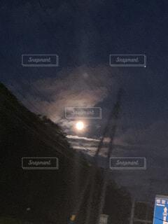 夜,屋外,月,月光,月と雲の晴れ間