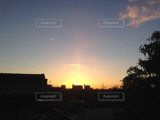 空,太陽,朝日,赤,逆光,日の出,早朝,冬の朝
