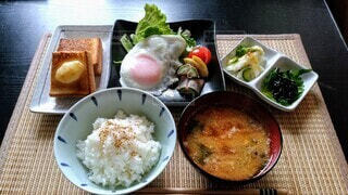食べ物,朝食,テーブル,皿,トースト,サラダ,おかず,ご飯,料理,玉子